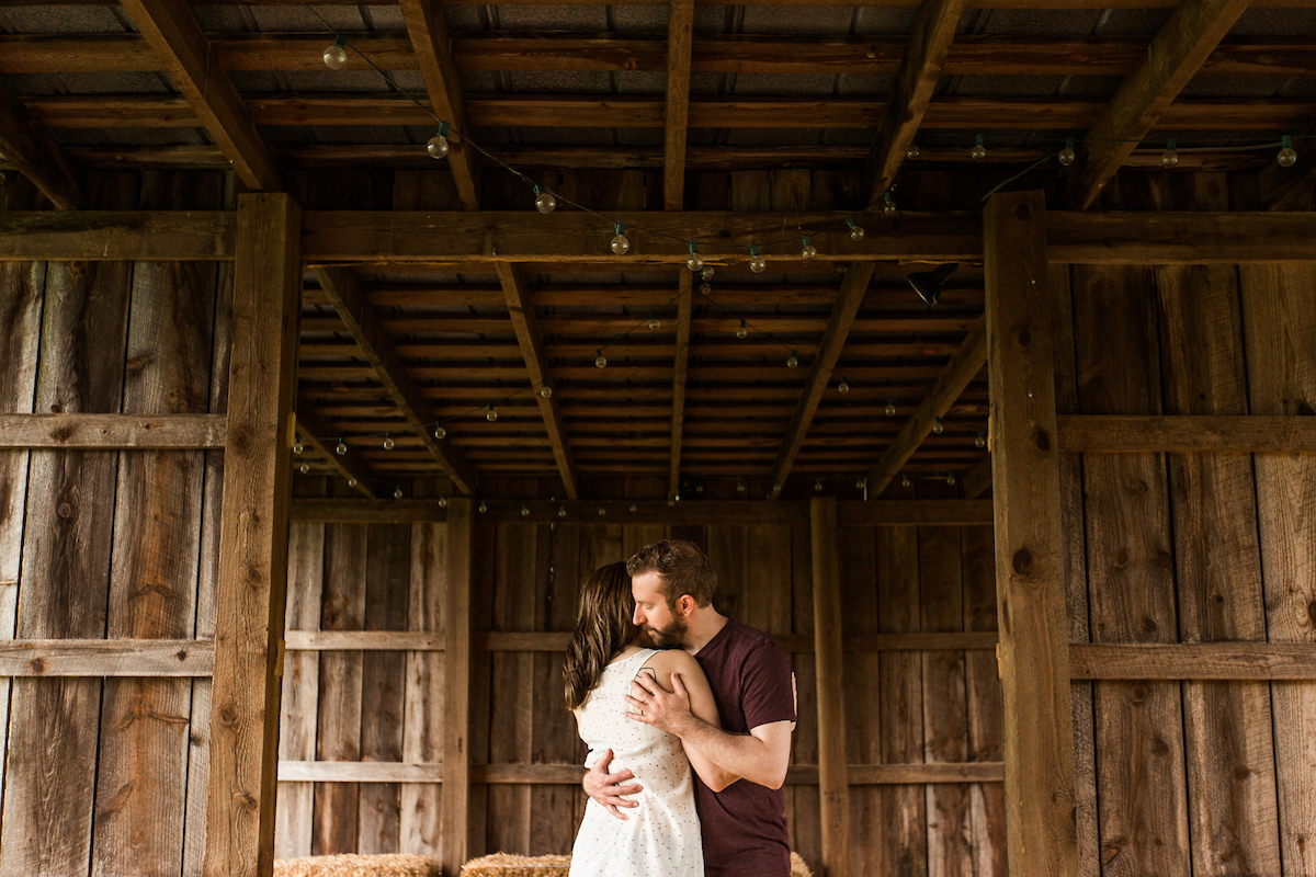 vintage barn engagement photos