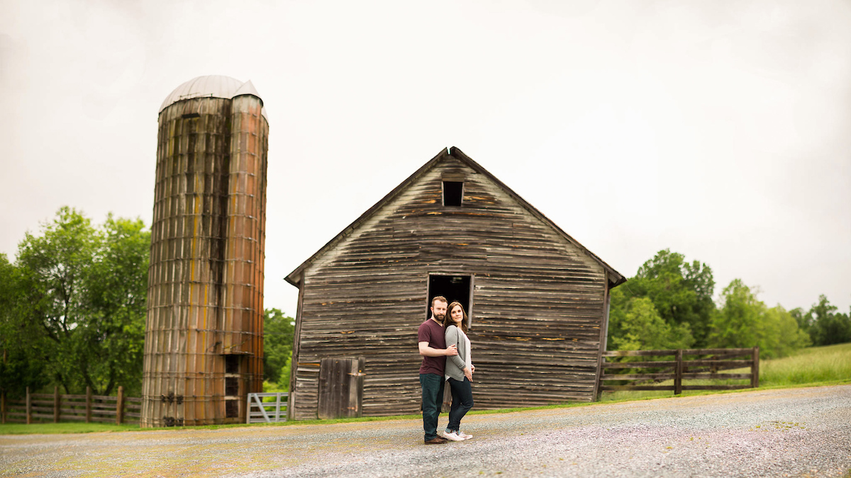brenizer method farm barn engagement